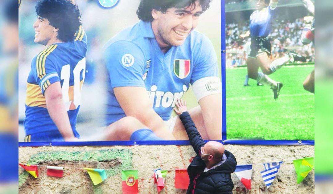 Maradona, l'idolo che girava senza soldi era una leggenda già da vivo