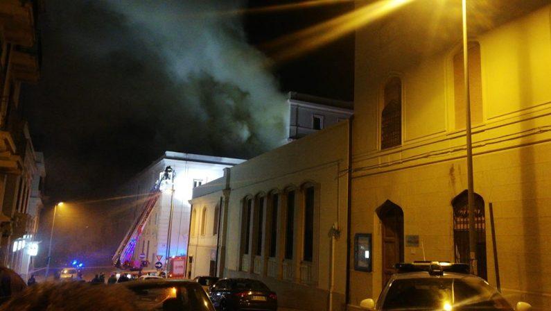 Reggio Calabria, incendio divampa in un archivio della Corte D'Appello