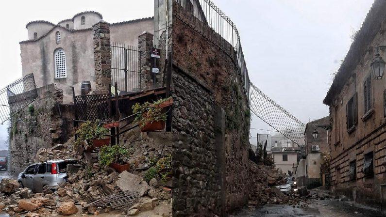 Maltempo, crolla un muro nella zona della storica chiesa di San Marco a Corigliano Rossano