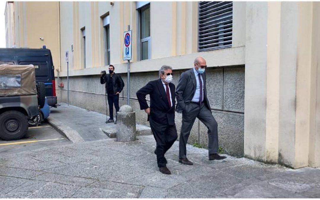 L'arrivo di Giancarlo Pittelli durante una delle udienze del processo contro la 'ndrangheta