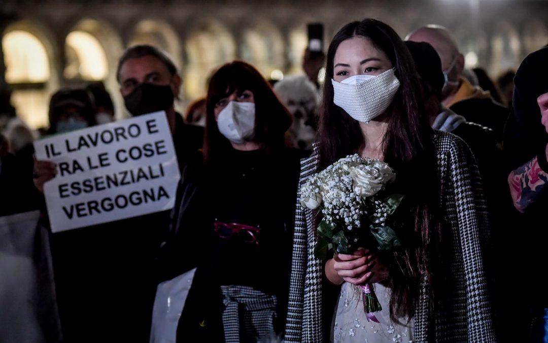 Manifestazione a Milano di commercianti e partite iva contro la chiusura del lockdown