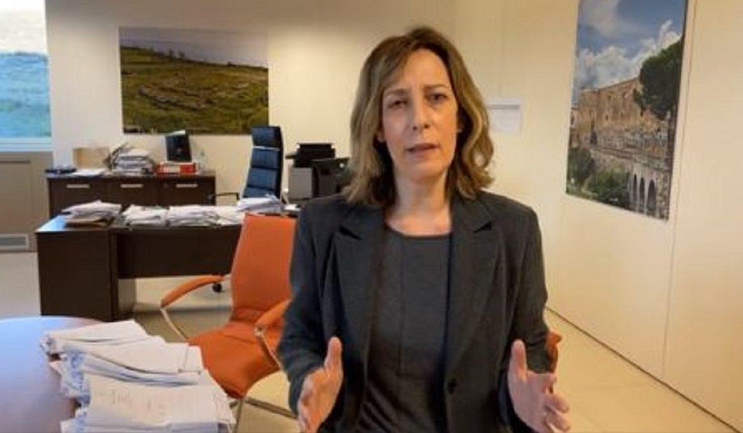 Silvia Vono nell'ufficio del commissario alla Sanità