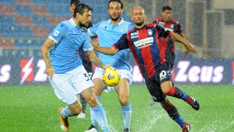 Serie A, la Lazio espugna Crotone. Il calcio non si ferma davanti ai danni del maltempo