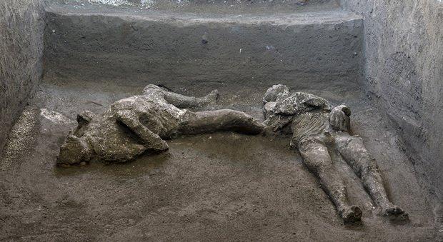 A Pompei il giallo dell'uomo col mantello