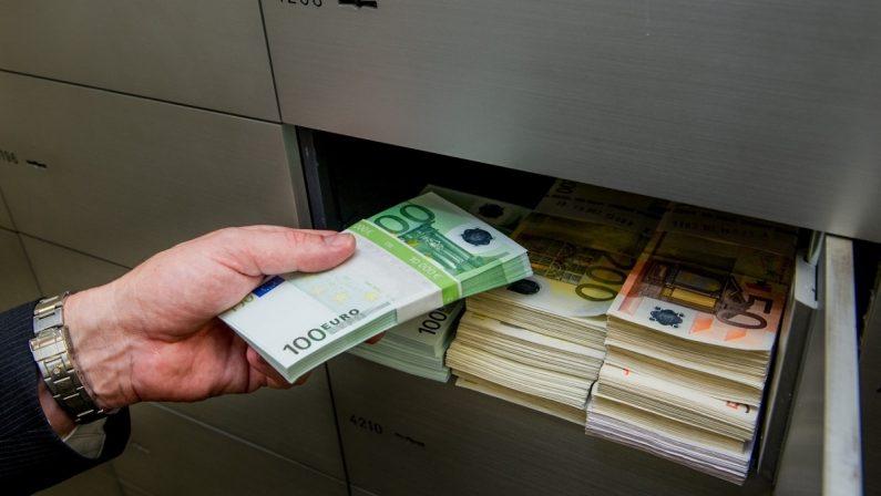 Palmi, imprenditore indagato per un riciclaggio monstre: avrebbe gestito un fondo delle mafie da 500 miliardi