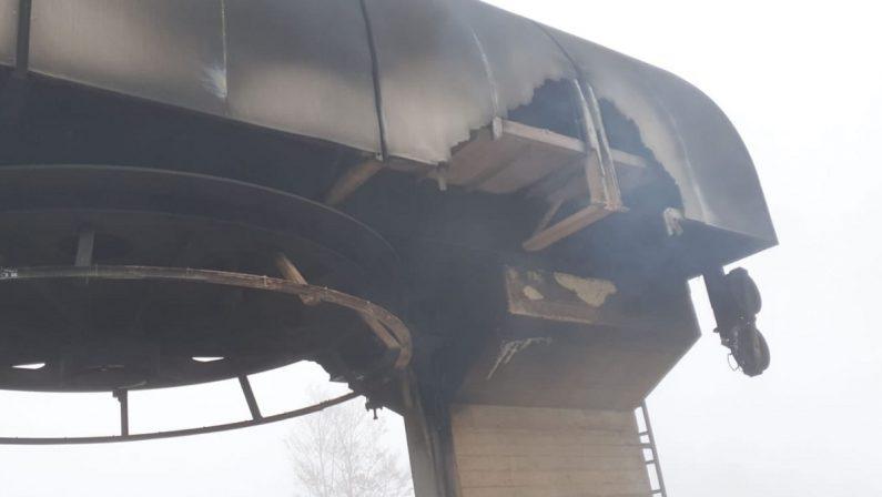 Gambarie, distrutta dalle fiamme la seggiovia di Monte Scirocco