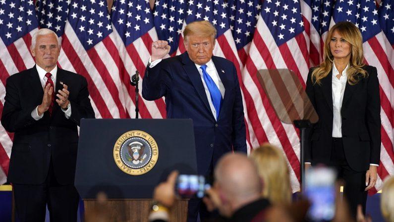 Elezioni Usa, Stati chiave in bilico e si apre lo scontro istituzionale. Trump: «In corso una frode»