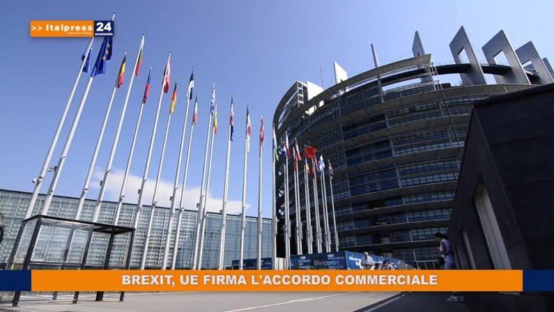 Brexit, UE firma l'accordo commerciale