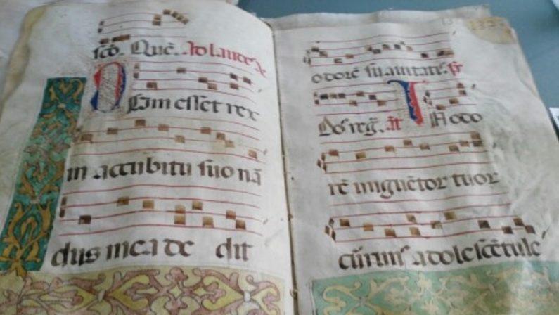 Biblioteca Civica di Cosenza, sottosegretario Orrico: «Concluso il restauro dei corali liturgici»