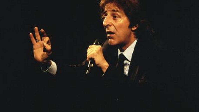 """""""Io non mi sento italiano"""": Giorgio Gaber aveva capito tutto"""