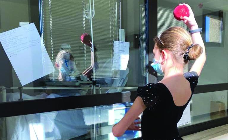 Potenza, commuove la bimba-ballerina che si esibisce per i pazienti di Malattie infettive