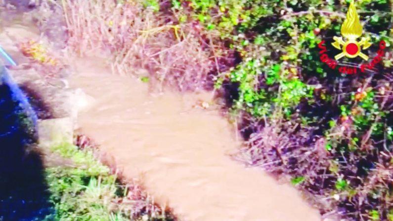 Muore annegato in un canale, indagano i carabinieri