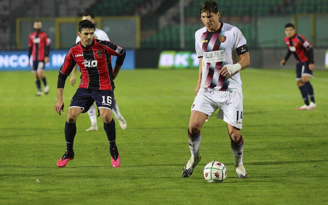 Sciaudone e Di Tacchio durante la partita Cosenza-Salernitana dello scorso 29 novembre