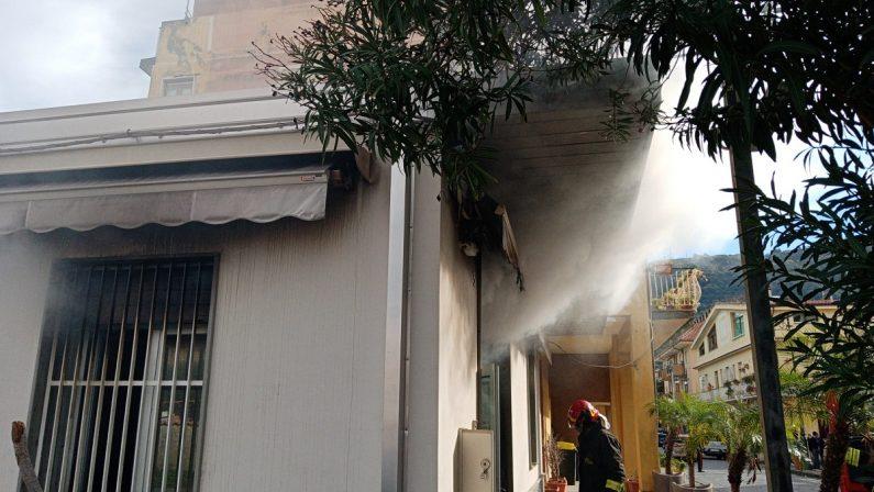 Vibo Marina:incendio in un negozio di articoli sportivi, morto il cane del titolare - VIDEO