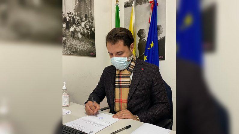 """Coronavirus, il sindaco di Capistrano dice no alle luminarie: """"Non c'è motivo di festeggiare"""""""