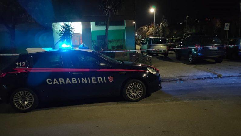 Giallo a Cosenza: un uomo trovato morto sull'asfalto, indagano i carabinieri