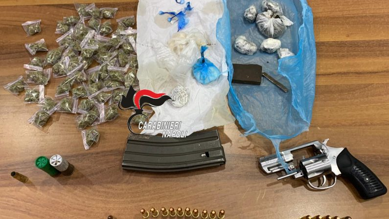 Afragola: Task force dei Carabinieri ad Afragola. Trovate armi e droga
