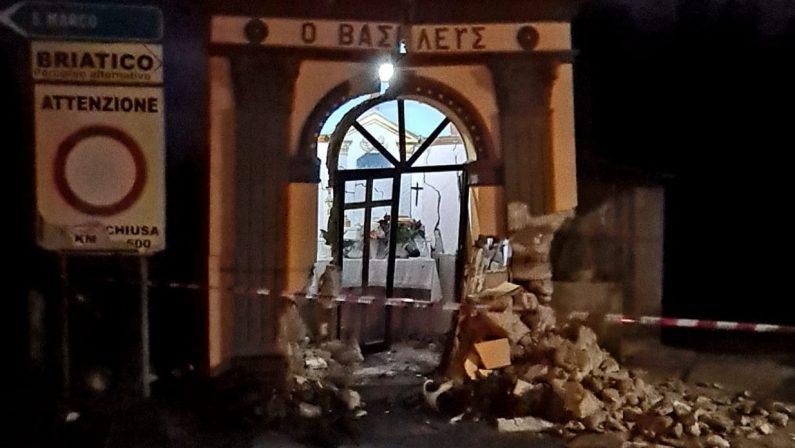 Distrugge con l'auto la piccola chiesa di Cessaniti e fugge, indagini in corso