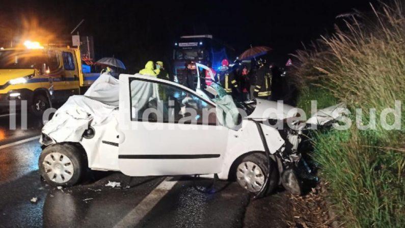 Tragedia a San Nicola Arcella, auto fuori strada: un morto e due feriti