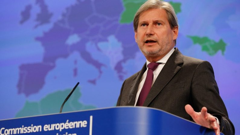 Sulla crisi piomba anche il Mes La Ue: «Italia alle urne? Conseguenze gravi»