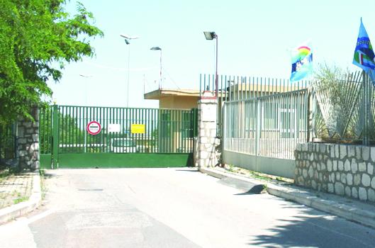 Detenuti con i cellulari nel carcere di Matera