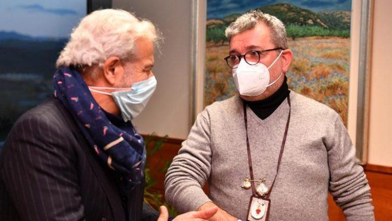 Spirlì difende Longo: «Dispiaciuto per la polemica dei medici sulle vaccinazioni»