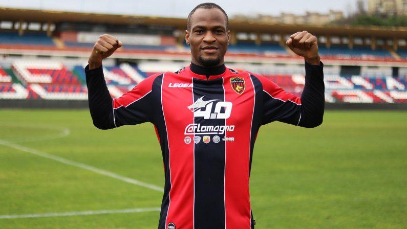 Calciomercato, altro attaccante per il Cosenza: ufficiale l'arrivo di Mbakogu