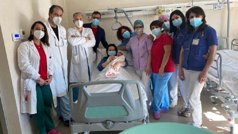 Benvenuta Raffaella, la prima bimba nata a Catanzaro nel 2021