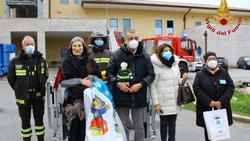 La befana dei Vigili del fuoco arriva in pediatria