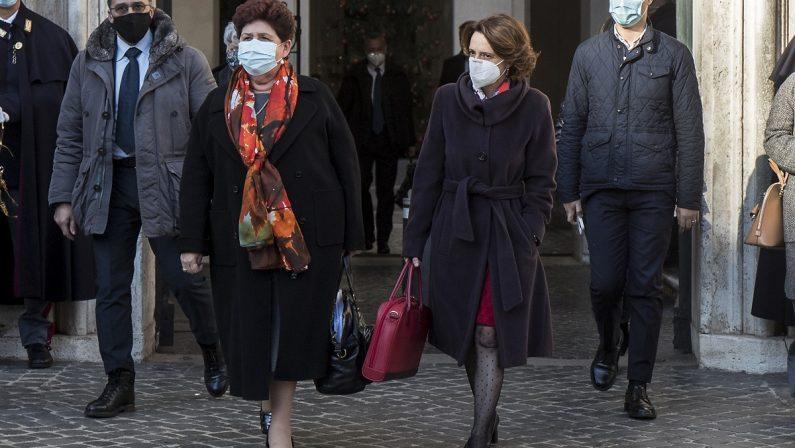 Recovery plan, via libera del governo ma si astengono le ministre di Italia Viva: la crisi è a un passo