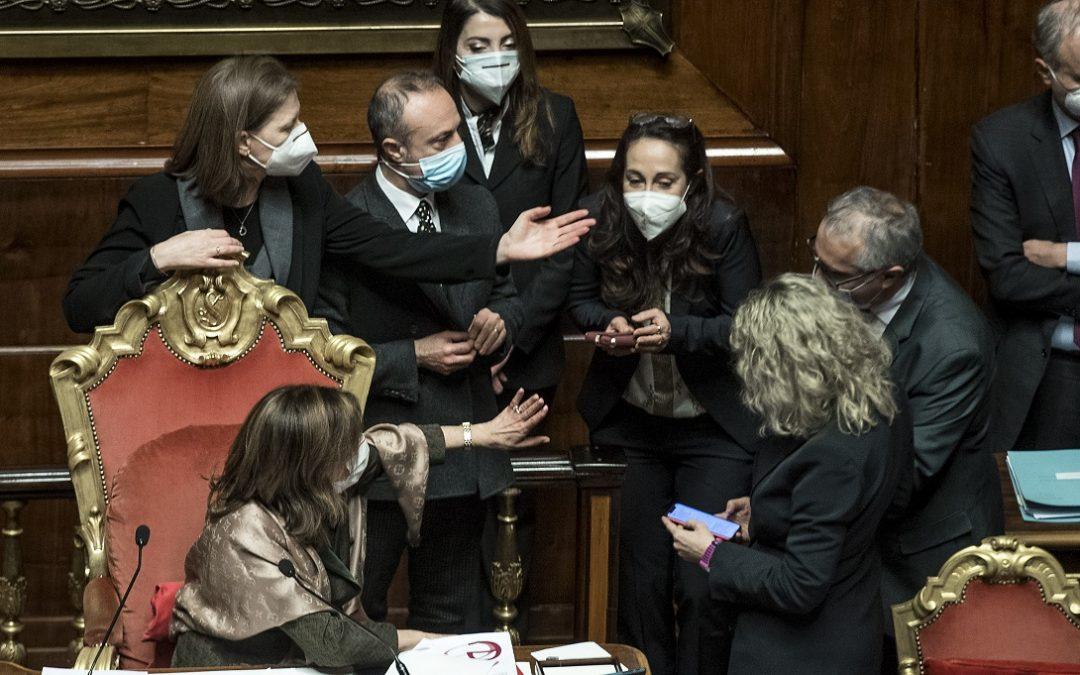 Conte ottiene la fiducia al Senato: 156 sì, 140 no e 16 astenuti