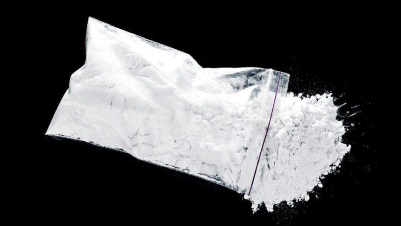 Spaccio di droga, arrestati madre e due figli nel Cosentino: avevano cocaina e una pistola