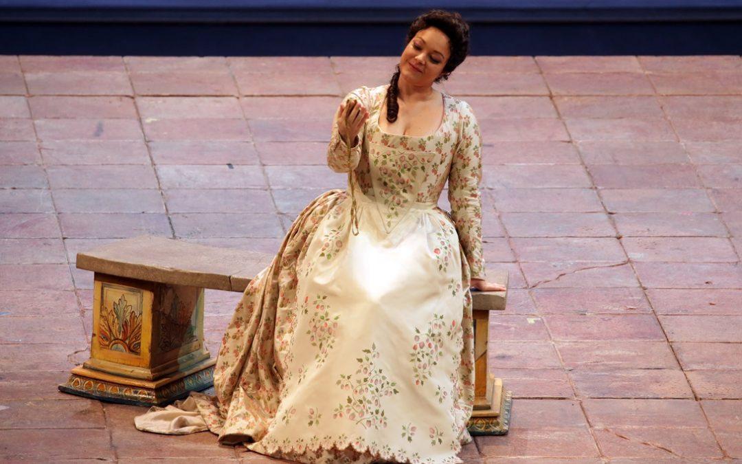 """Eleonora Buratto nel ruolo di Fiordiligi nel """"Così fan tutte"""" di Mozart alla Scala"""