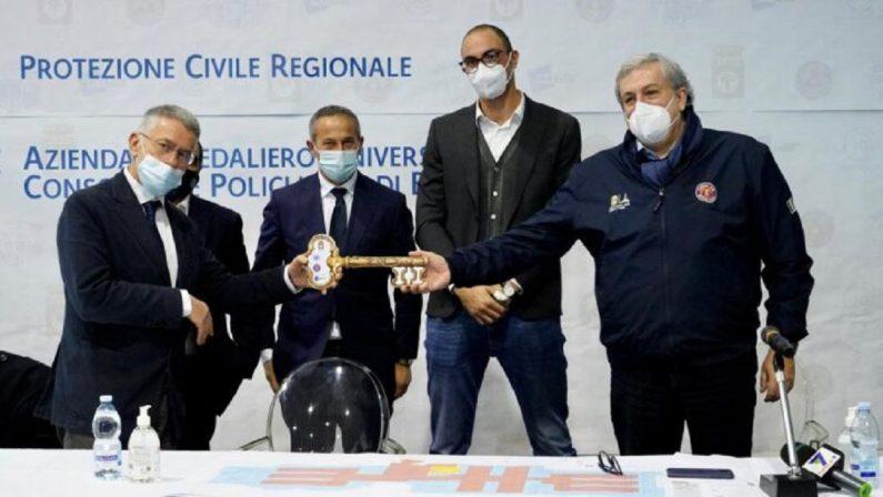 Emiliano: «Puglia grande come il Veneto ma con la metà degli ospedali»