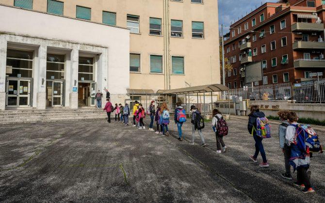 Napoli, il 7 gennaio genitori in protesta davanti alle scuole chiuse