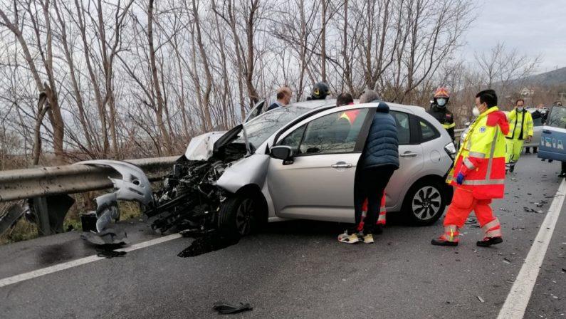 Scontro fra auto e furgone, ferita giovane avvocato del foro di Paola
