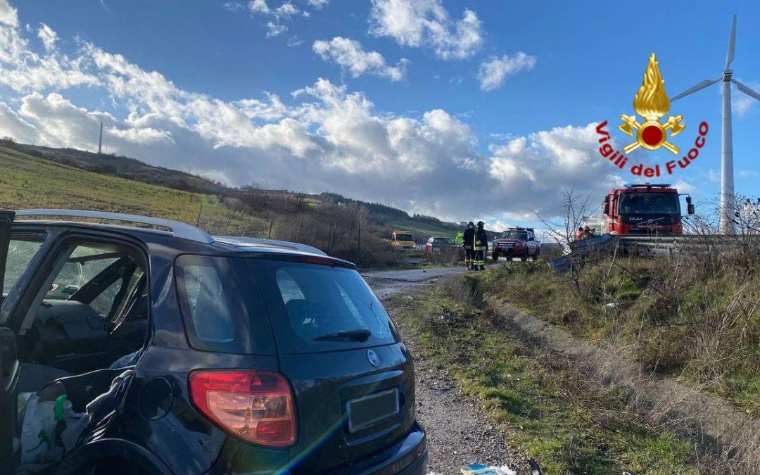 L'auto su cui viaggiavano Pompea Allegretti e il figlio Salvatore Raimondi, uscita fuori strada dopo l'impatto contro un furgone