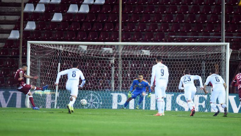 Serie B, il Lecce passa al Granillo: Reggina battuta 1-0