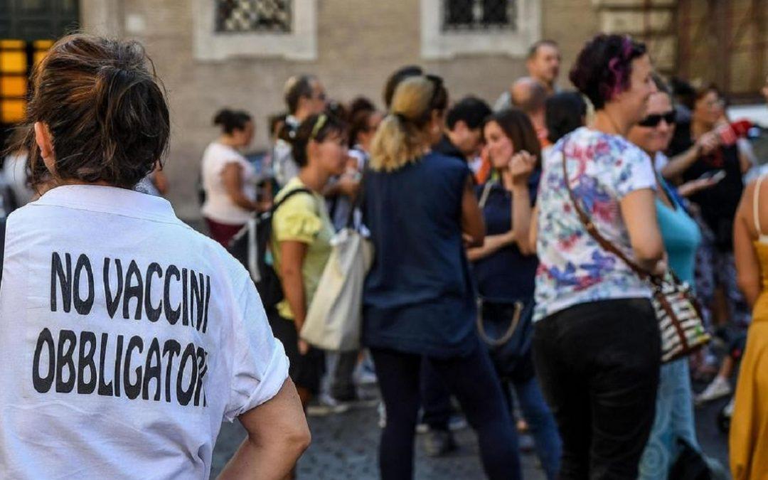 Una manifestazione contro i vaccini obbligatori