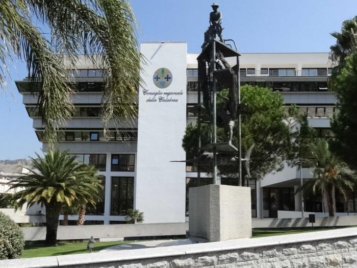 Coronavirus: vaccini a Reggio Calabria, scoppia la polemica davanti al Consiglio regionale