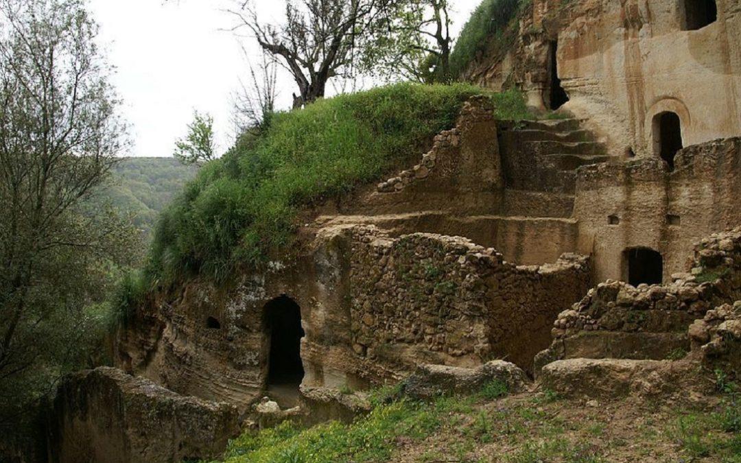 Le grotte degli Sbariati a Zungri