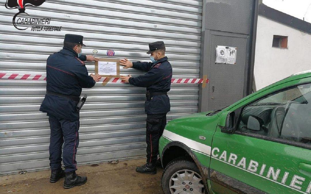 I sigilli posti dai carabinieri all'officina