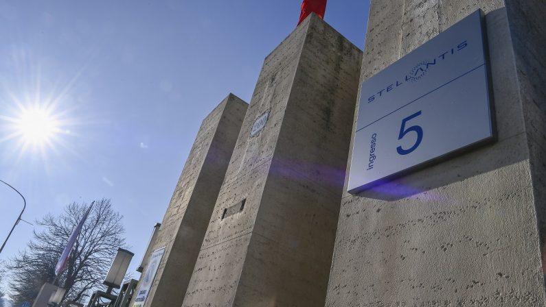 Stellantis, boom da 42 miliardi: debutto da star sui listini europei