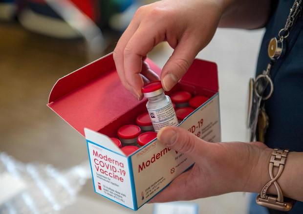 Coronavirus, via libera anche dall'Aifa al vaccino Moderna in Italia