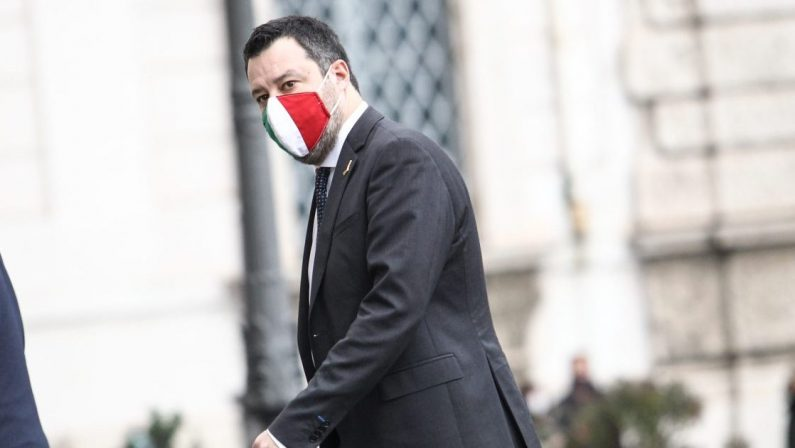 La giravolta di Salvini, ora vede l'Europae non più le navi dei migranti