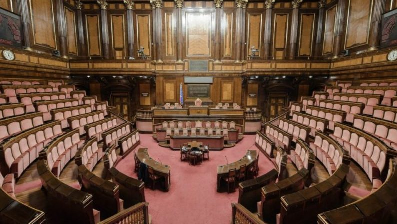 """Governo Draghi, i 15 senatori M5S che hanno votato """"No"""" saranno espulsi"""