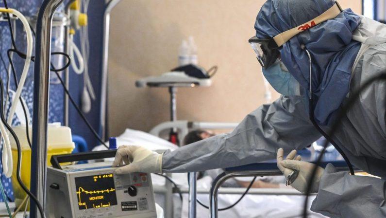 Coronavirus in Calabria, oltre 500 nuovi casi e i ricoveri superano quota 400, giallo sui decessi