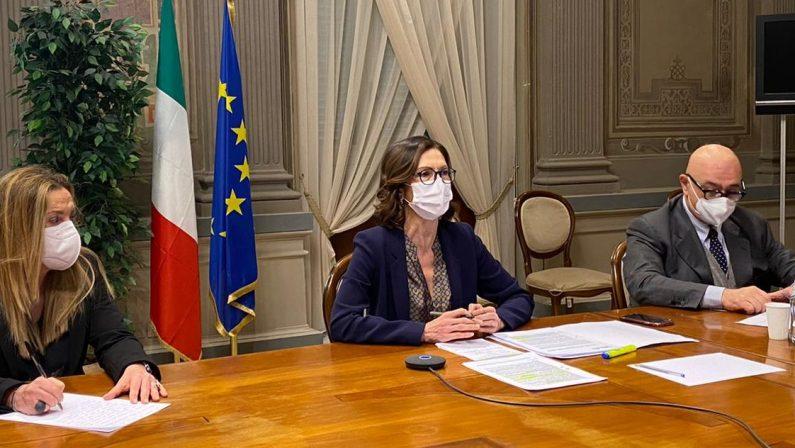 Coronavirus, il ministro Gelmini alle Regioni: «Le fasce restano, puntiamo a evitare il lockdown»
