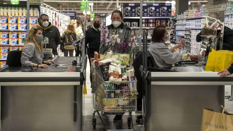 A febbraio aumenta la fiducia dei consumatori e delle imprese