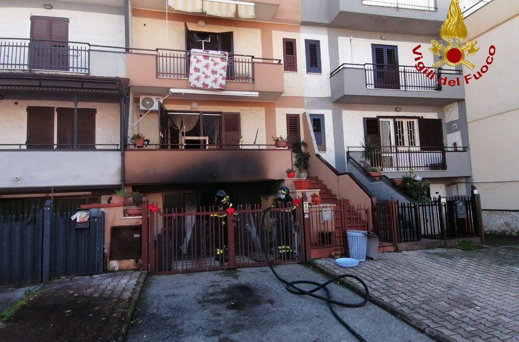 Incendio in una villetta residenziale ad Avella, intervengono i Vigili del Fuoco